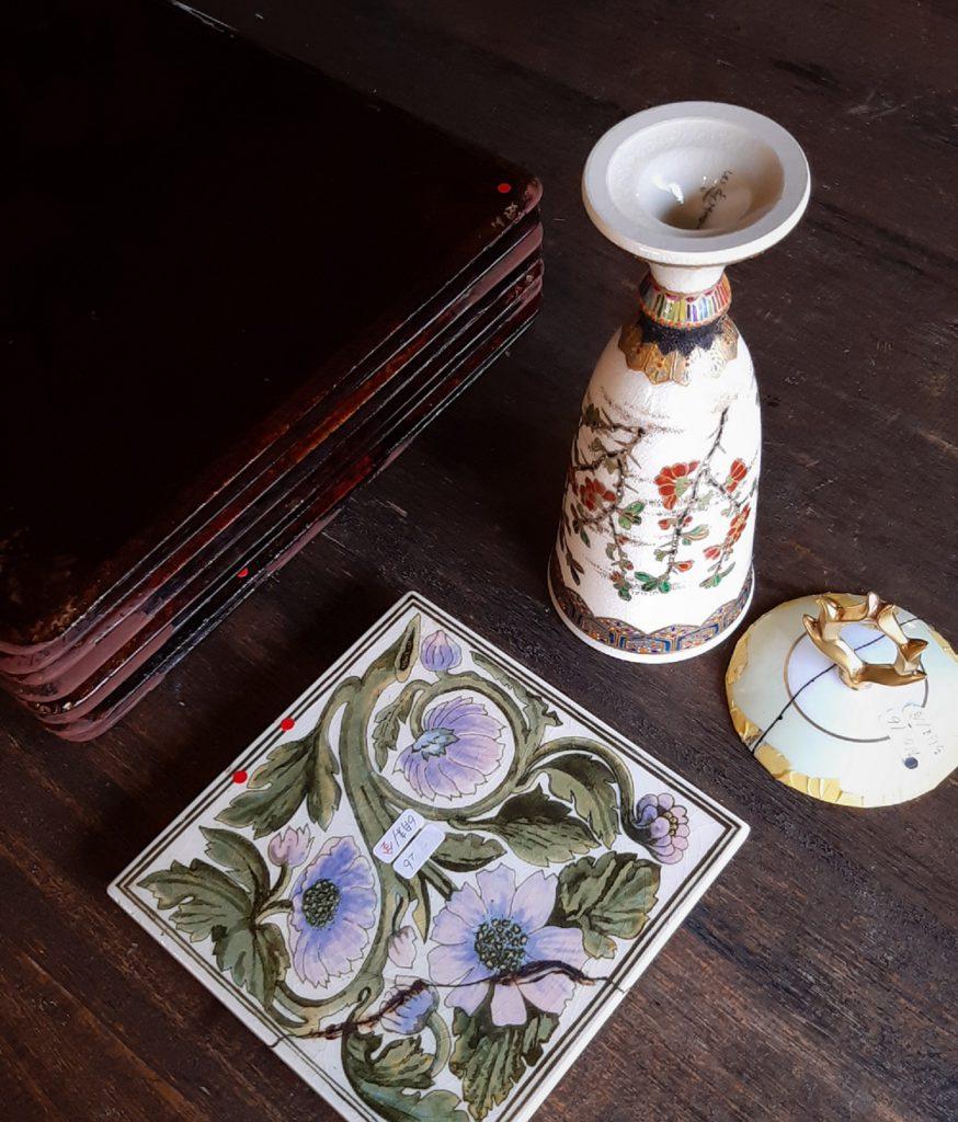 Kintsugi and lacquerware ,under repair 修理中の金継、漆器